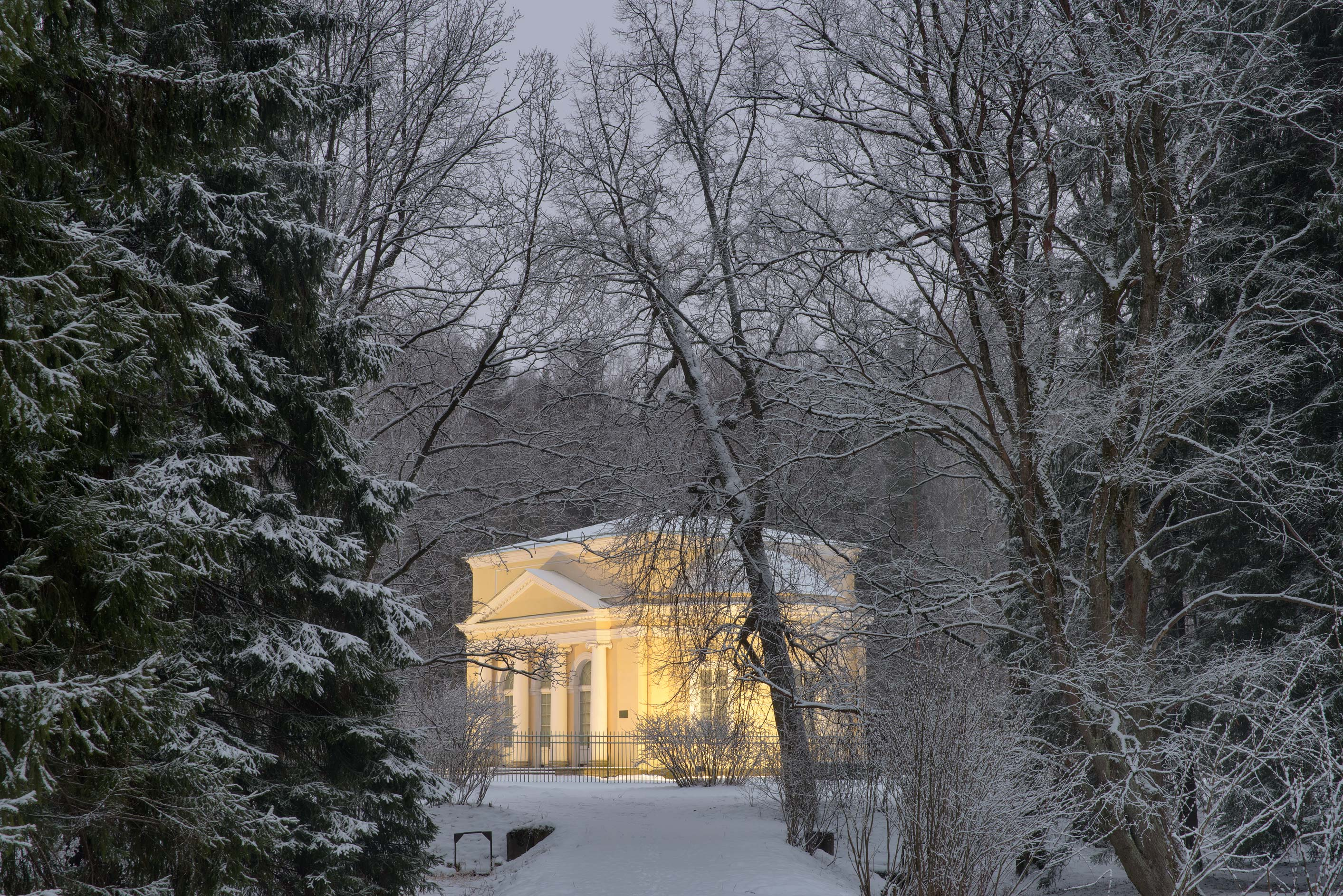 A pavilion from Krasnogo Molodtsa Alley in...suburb of St.Petersburg, Russia