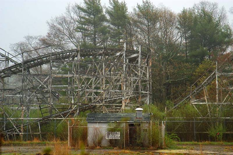 Slideshow 390 17 ruins of comet roller coaster 1946 at for The pointe at lincoln park