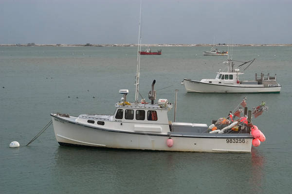 Slideshow 432 04 fishing boats and tern island view from for Cod fishing ri