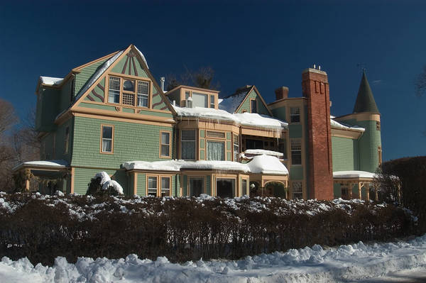 """Slideshow 435-09: Ivy Lodge """"Bed and Breakfast"""" hotel on ..."""